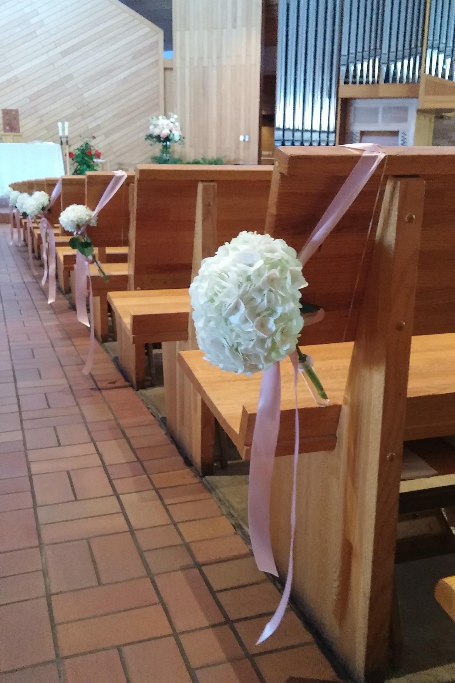 Aisle Flowers, Minimalist Wedding, White Hydrangea, White Wedding ...