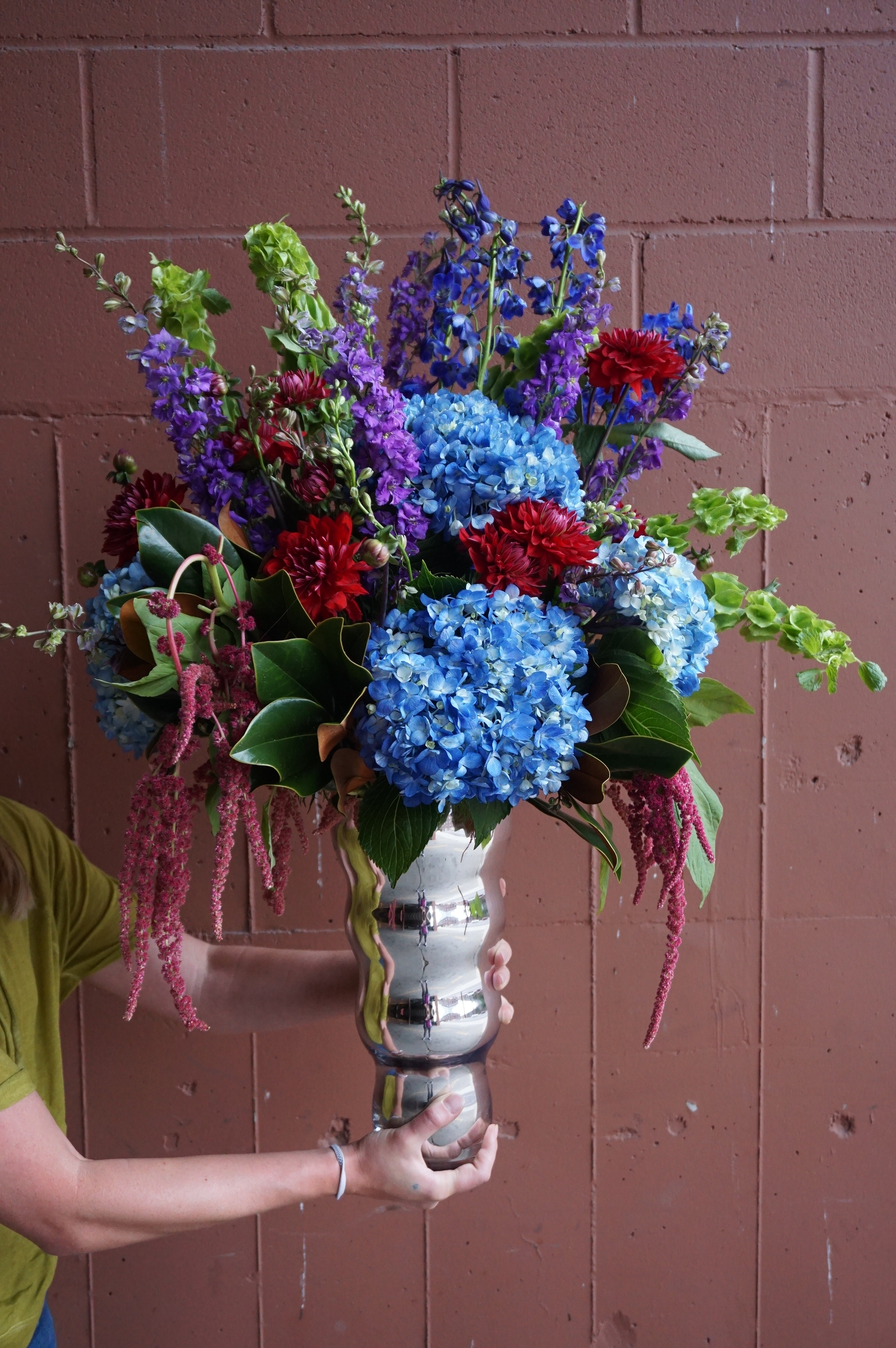 Large arrangement blue arrangement blue hydrangea huge large arrangement blue arrangement blue hydrangea huge arrangement funeral arrangement funeral flowers sympathy flowers modern izmirmasajfo