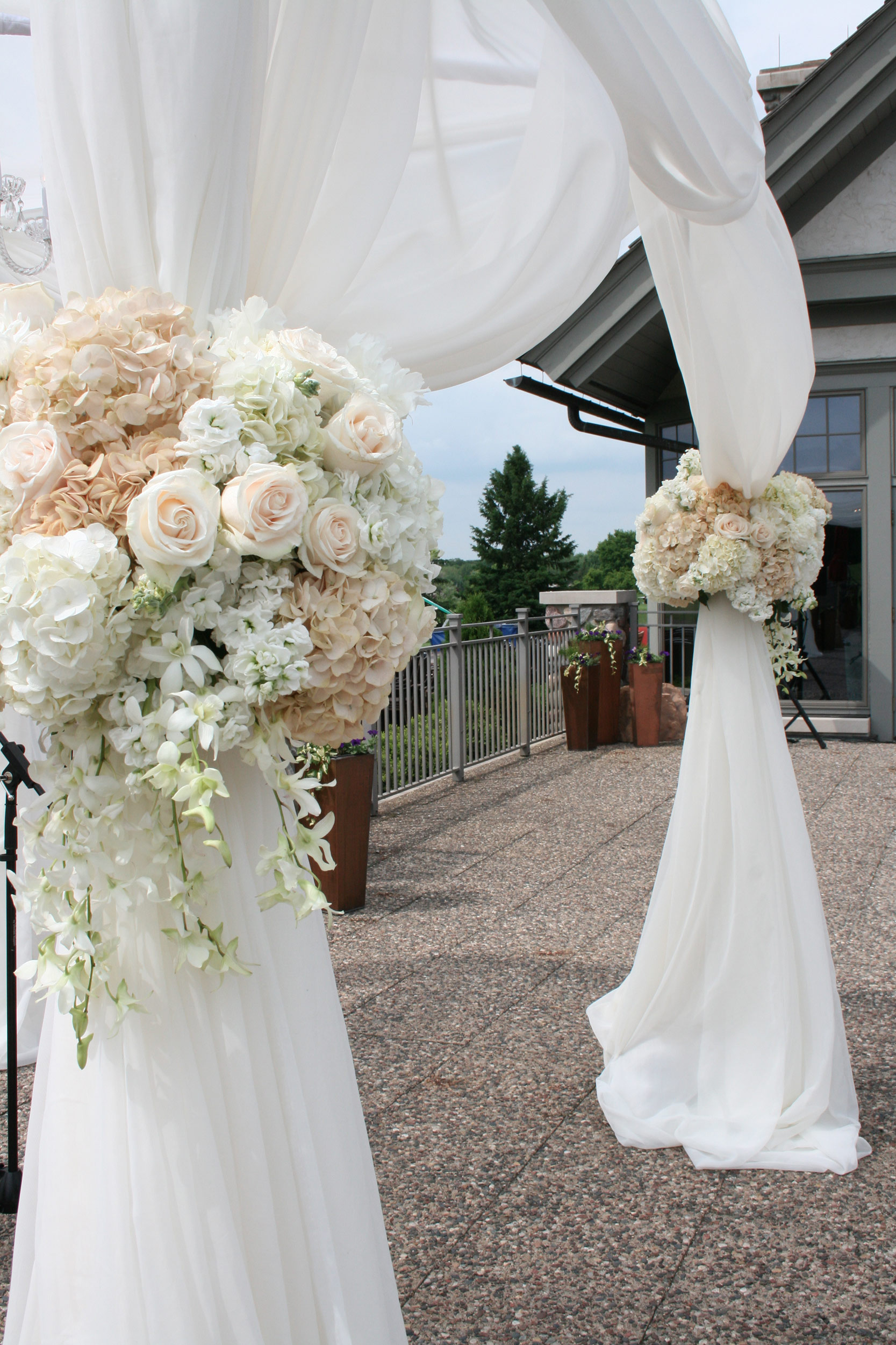 Altar Flower Arrangements Champagne And White Wedding Floral Colors Minneapolis Rush Creek Golf Course