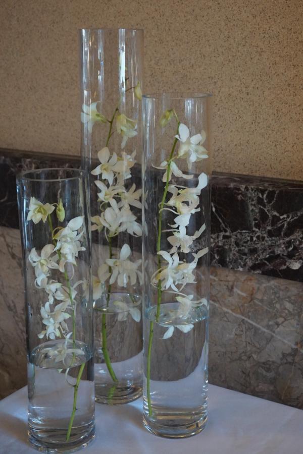 Minimalist wedding simple centerpieces white